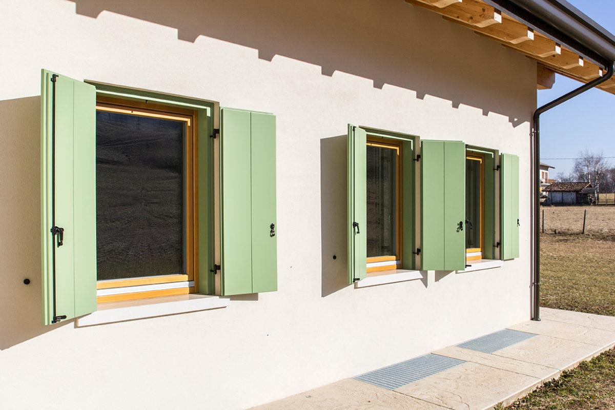 Scuri e avvolgibili archivi serramenti moro for Casa in stile scandole